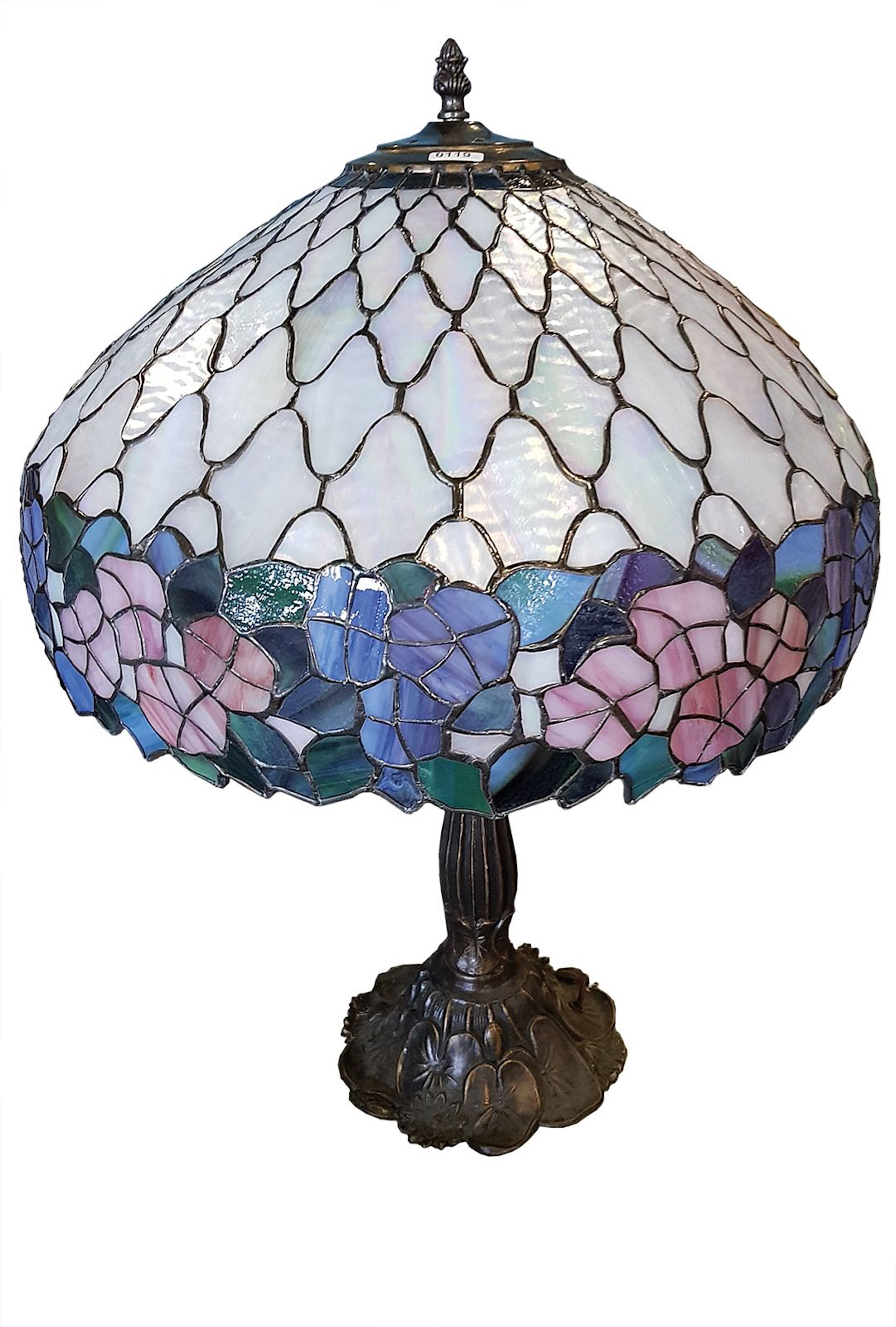 Round Tiffany-Style Table Lamp