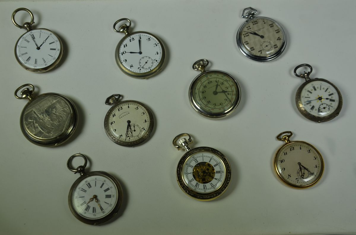 Box with 10 pocket watches, four of which silver