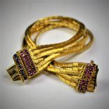 Bracelet en or 18 ct avec rubis et saphirs 18,5 cm 46,4 g.