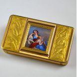 Très belle boîte en or rose et émail 80, 7 g.