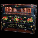 Orgue de barbarie à cylindre Harmonipan par la maison Frati à Berlin. Ca. 1920 Avec 8 melodies...