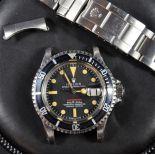 Rolex Submariner tout acier, calibre 1680, écrit rouge. Avec boîte, garantie de révision et...