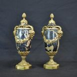 Paire de vases de cheminée Empire, marbre noir et ornements en bronze, têtes de faunes reliés par...