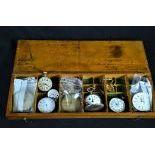 Ancienne boîte de fournitures horlogères en bois signée P.L. DUCOMMUN contenant diverses montres...