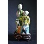 Figurine en porcelaine, couple de chinois, peinture polychrome sur émail, Dynastie-Qing, sur socle...