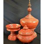 Lot de 3 pièces  1 stupa, 1 coupe d'offrandes et 1 coupe d'offrandes avec son couvercle....