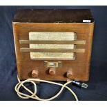 Radio à lampes, Paillard, Typ 42. Hauteur  31cm.