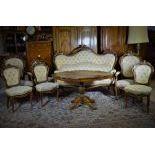 Salon Louis-Philippe, 8 pièces, comprenant  1 canapé, 4 chaises, 2 fauteuils, noyer sculpté,...