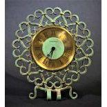 Pendulette à poser Jaeger-Lecoultre en métal patiné et ajouré, cadran laiton avec chiffres...