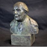 Buste de Jean Piaget, signé au verso sur le socle FRANGIN, daté 96 et numéroté 40 40 fait pour...
