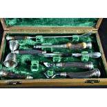 Services pour la chasse en argent et os dans coffret original. Coffret  40 x 23cm.