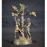Très fin bronze érotique représentant Adam et Eve sous l'arbre de la connaissance. Sculpture...