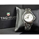 Wristwatch TAG HEUER, completely made of steel. Quartz movement. With box. In very good condition.