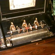 Mandarin cyllinder Music Box by Bremond